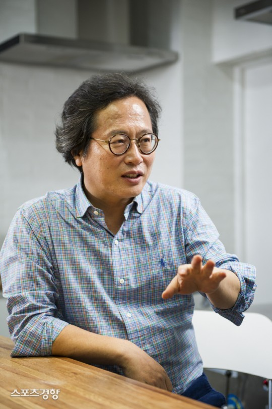 Knetz were gone mad after Columnist Hwang Kyoik criticize Chinese bat dishes due to new Korona virus and mentioned AOA Seolhyun as one of the example.