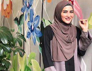 Natalie Sarah Pakai Hijab