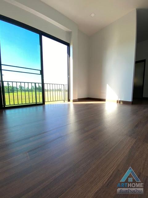 พื้นบ้านสีไม้