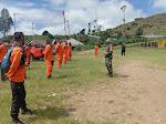 Danramil 05 Candiroto Bersama Basarnas Tabur Bunga Mengenang Delapan Korban Jatuhnya Helikopter Basarnas Di Gunung Butak Temanggung