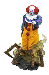 Toy Fair 2020 Diamond Select IT 1990 Gallery Statue Pennywise 1