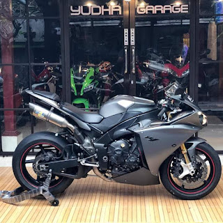 FS: Superbike Yamaha R1 Yzf-R1, 1000cc, 2013/14, paint greymatt GunMetal, Traction Control System (TCS)