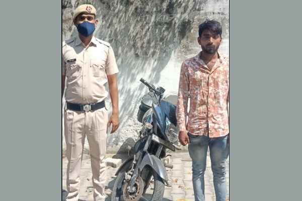 faridabad-crime-branch-sector-65-arrested-motorcycle-chor