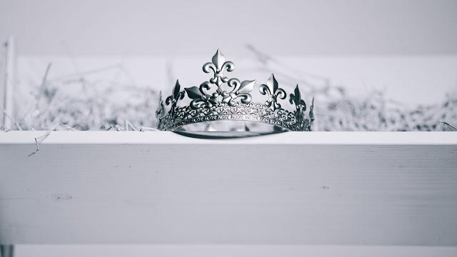 Crown by Pro Church Media on Unsplash