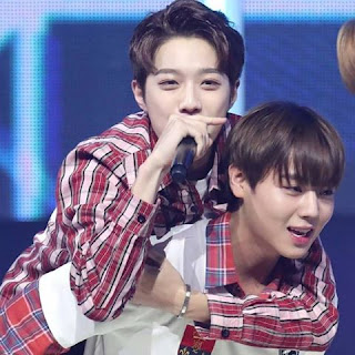 Foto cute Guanlin dan Jihoon Wanna One