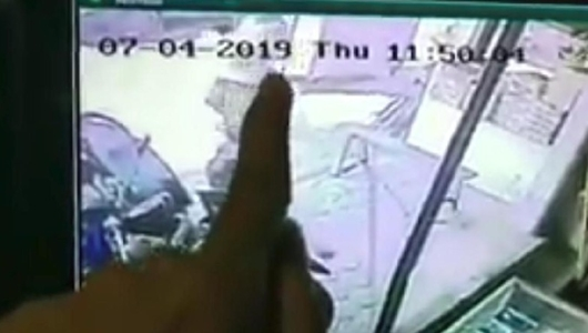 Aksi Nenek Curi Beras di Cirebon Terekam Kamera CCTV