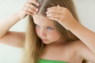 كيف تحمي شعر طفلكِ من القمل بعد العودة للمدارس