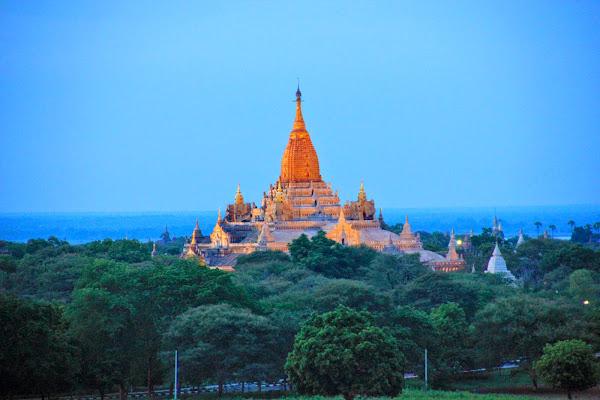 Bagan y sus templos de noche