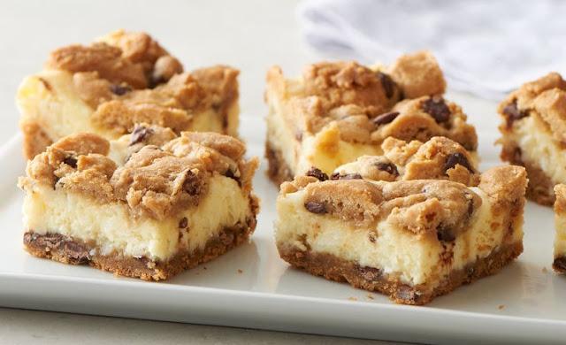 Chocolate Chip Cookie Cheesecake Bars #desserts #baking