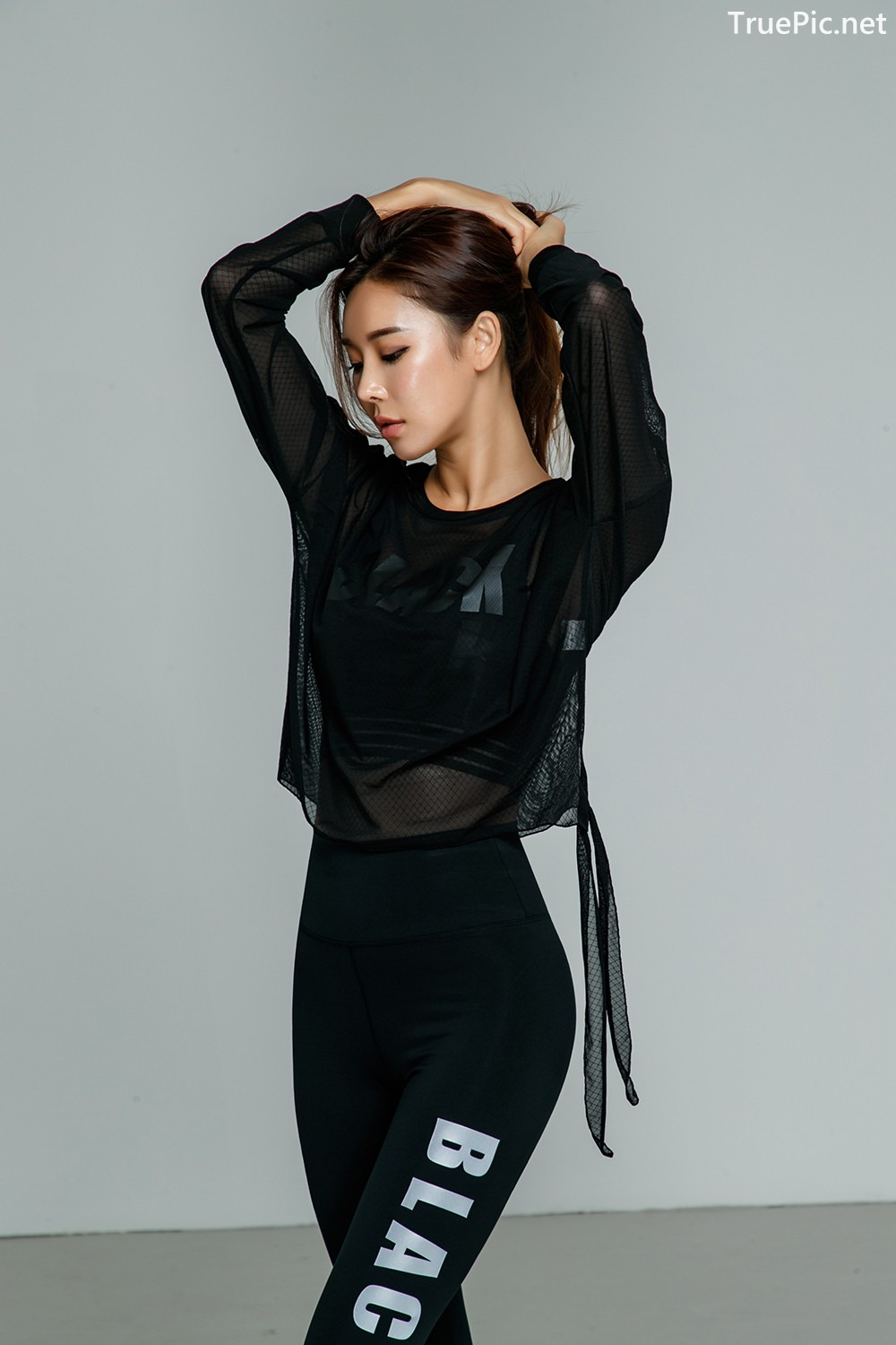 Image-Korean-Fashion-Model-Park-Da-Hyun-Celebrity-Black-Indoor-and-Outdoor-Fitness-Set-TruePic.net- Picture-6