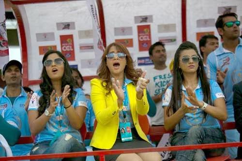 final CCL 2014 match,Kerala strikers vs Bhojpuri bulldogger,CCL 2014 final match,CCL 4 ambassador Sruthi Hassan, Bhavana,Sanjana,sexy hot heroines CCL 4,CCL 2014 final,CCL 2014 Hyderabad heroes,hot sexy heroines photos,CCL 4 Gallery