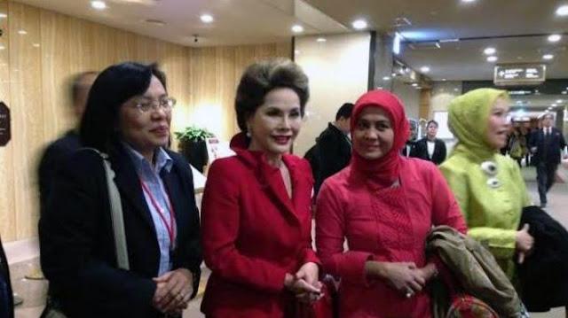 Dewi Soekarno saat menunggu rombongan Presiden Susilo Bambang Yudhoyono di Imperial Hotel Tokyo beberapa waktu lalu