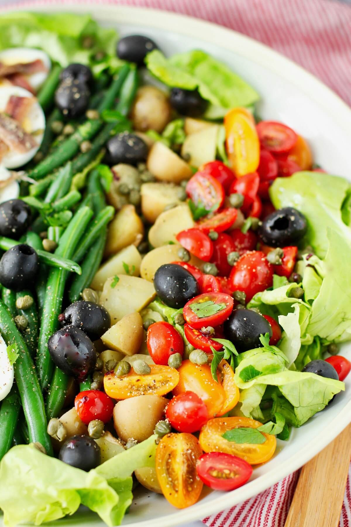 Salade Niçoise with beans and potatoes