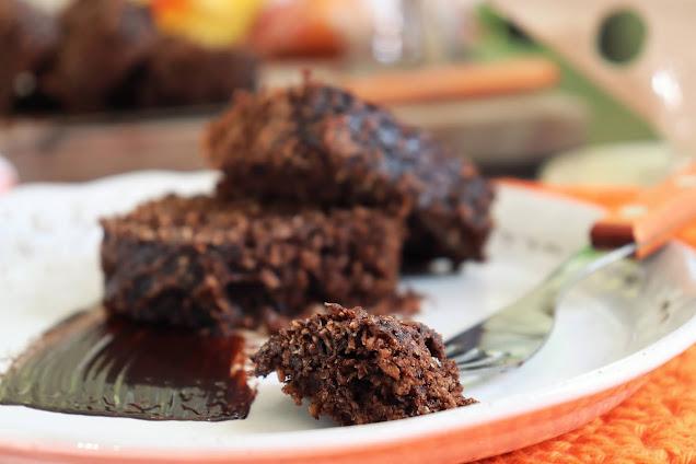 Mantenha a sua dieta com um delicioso Bolo Fit de Cacau com Coco