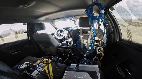 Ford comparte con otras automotrices sus innovaciones con robots desarrollados para probar los nuevos modelos de la marca