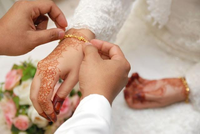 Para Istri Harus Tahu, Ini Perbedaan Taat dengan Hamba Kepada Suami