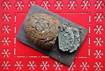 Chleb piernikowy z orzechami laskowymi