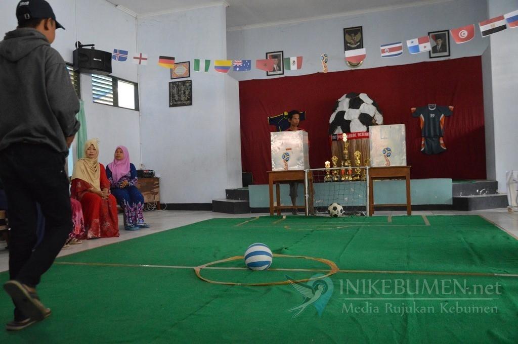 Unik, TPS di Kampung Batik Kebumen Usung Tema Piala Dunia