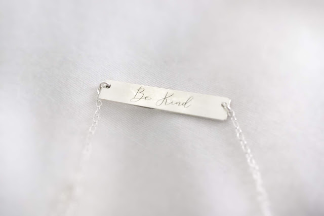 Dica de presente: Colar Be Kind da Sincerely Silver