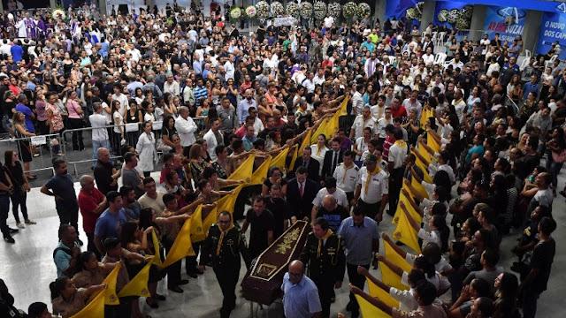 Após massacre, São Paulo promete colocar policiais em escolas