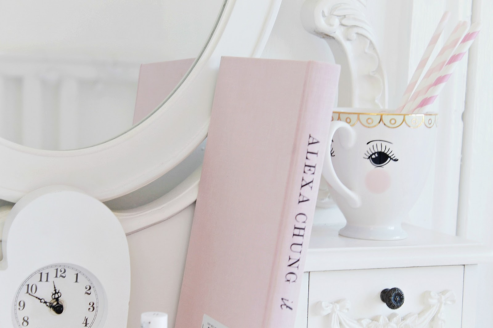 girly self care ideas to pamper yourself in bed