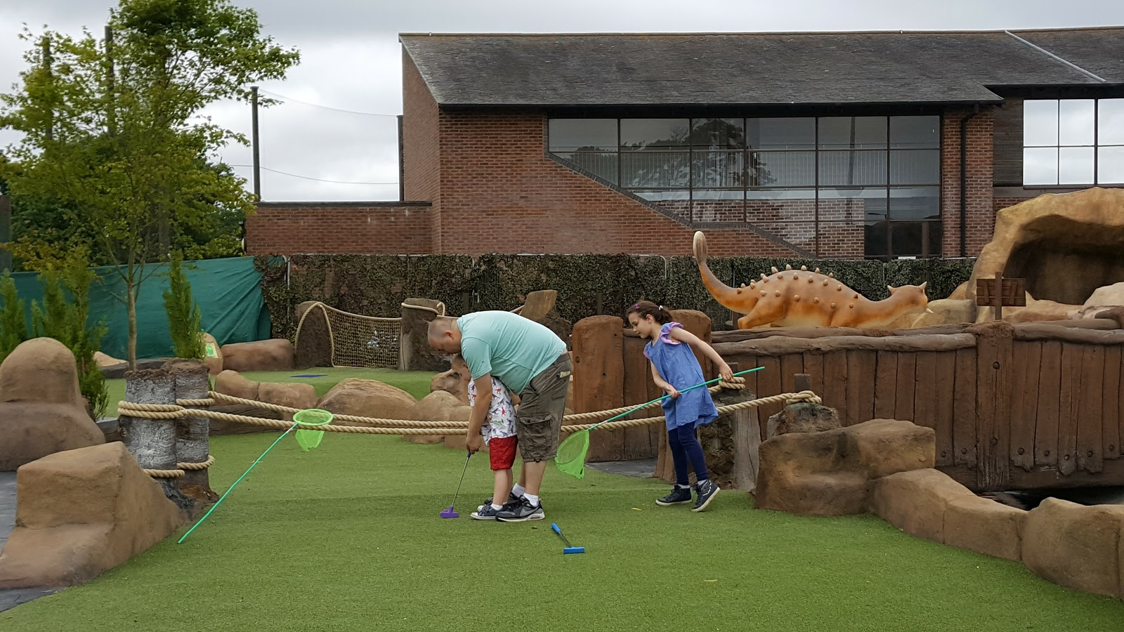 entertaining elliot mighty claws adventure golf bournemouth