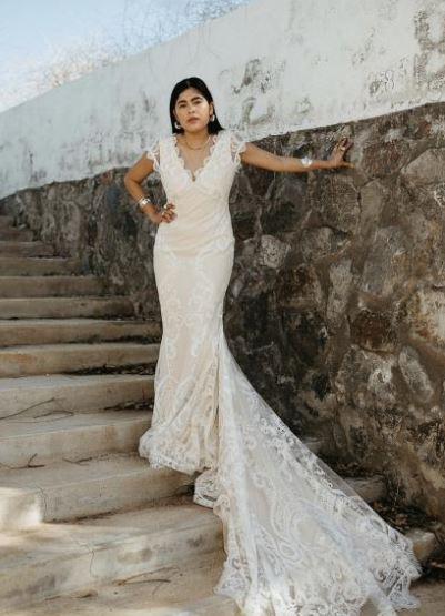 Vestido de noiva sem manga com cauda