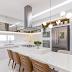 Cozinha branca e amadeirada com ilha em Nanoglass de cocção e refeição!