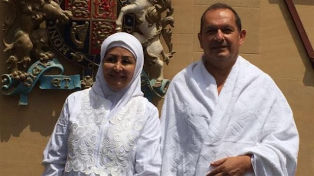 Britain's ambassador to Saudi Arabia performs Hajj rituals