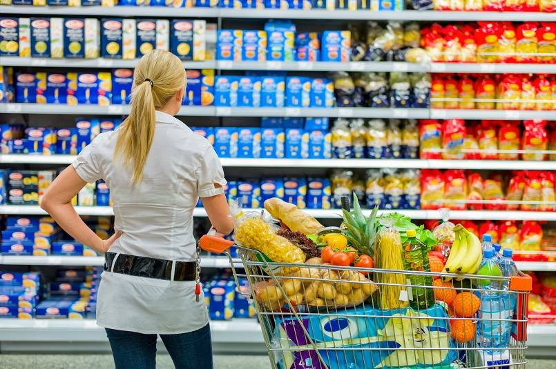 Hasil gambar untuk belanja di supermarket dengan anak