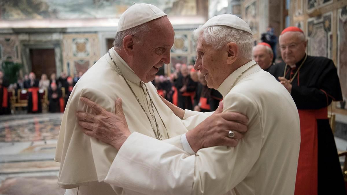 Paus Fransiskus dan Paus Benediktus asli