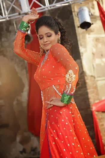 Sexy images of miss pooja