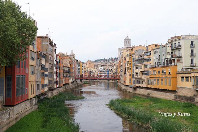 Vista de Girona desde los puentes del río Onyar