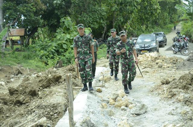 Danrem 141 /Tp Tinjau Kegiatan Fisik TMMD di Desa Lallatang