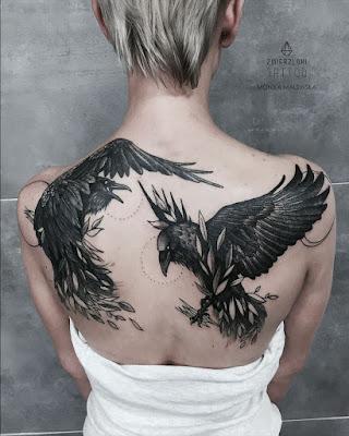Tatuajes minimalistas en espalda