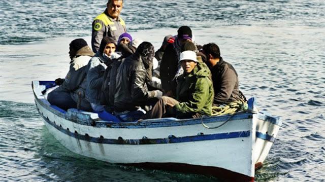 المهدية : من بينهم امرأة حامل .. عائلة بأكملها تجتاز الحدود البحرية خلسة !