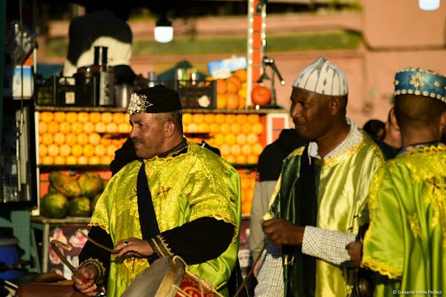 Marrakech, músicos en la plaza Yamaa El Fna, por El Guisante Verde Project