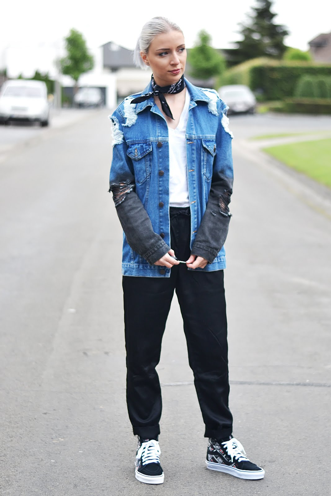 Vans x nintendo sneakers, ripped denim, asos, joggers, outfit, street style, belgian blogger, belgische mode blogger