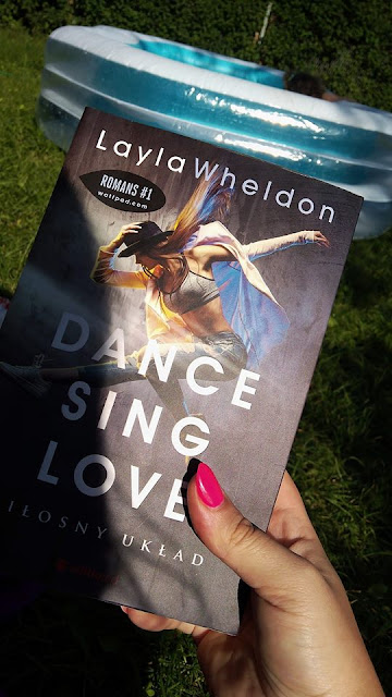 """Niewinna tancerka, typowy gwiazdor i schematyczny układ…  przedpremierowo """"Dance Sing Love Miłosny układ"""" Layla Wheldon"""