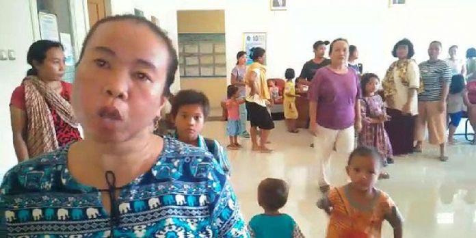 Kesal Tak Masuk Daftar Penerima Bansos, Puluhan Emak-emak Geruduk Kantor Desa