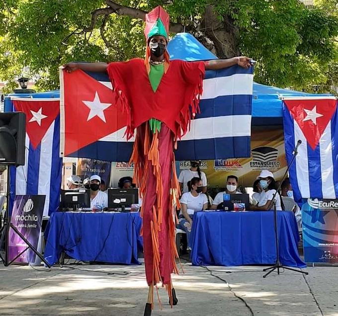 Mushu de la película Mulán viaja a Cuba y está tomando clases de Reafirmación Revolucionaria con Humberto López