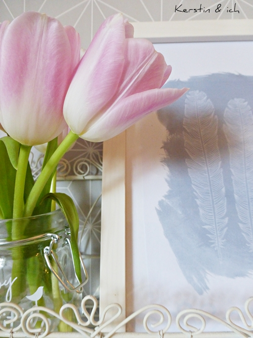 Rosa Tulpen und Federprint