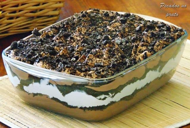Mousse de chocolate com Oreo ás camadas e natas