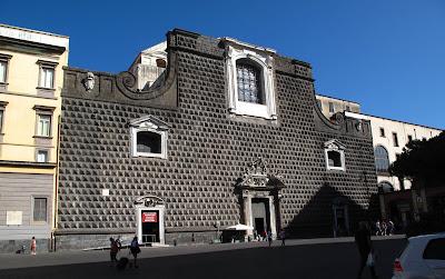 chiesa-Napoli-bugnato-pietra-architettura