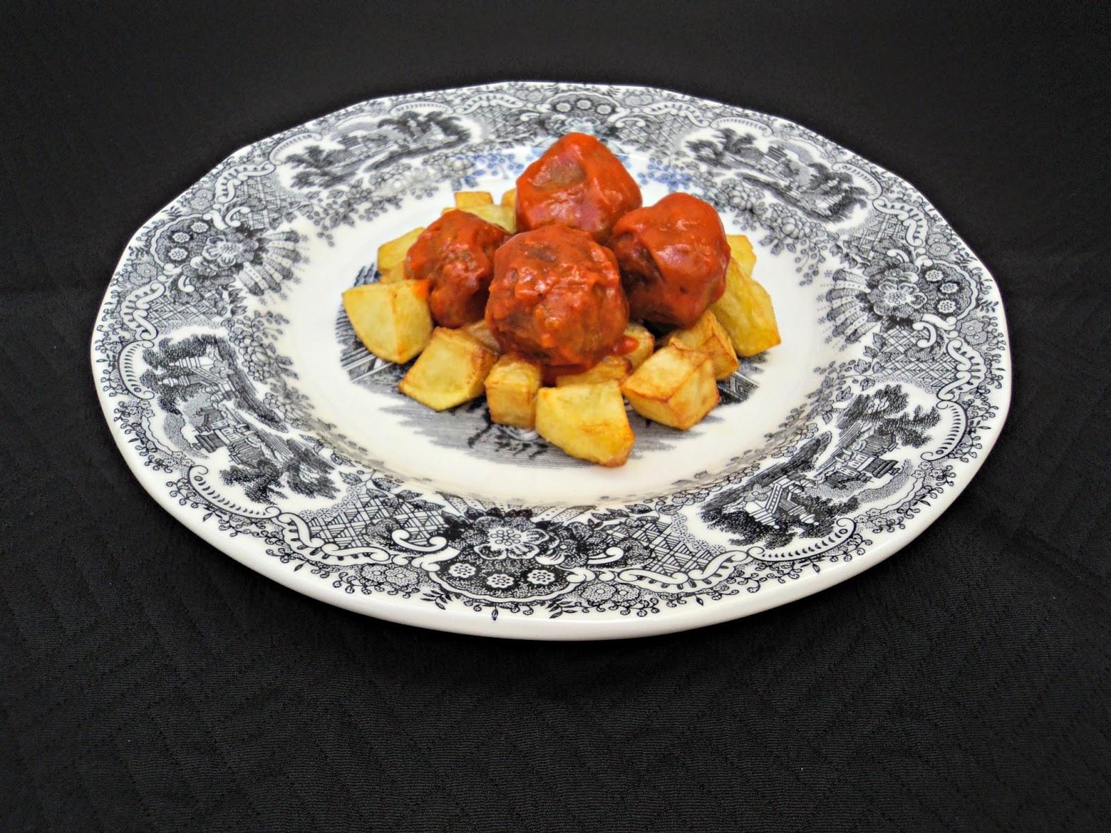 albondigas-aderezo-patatas