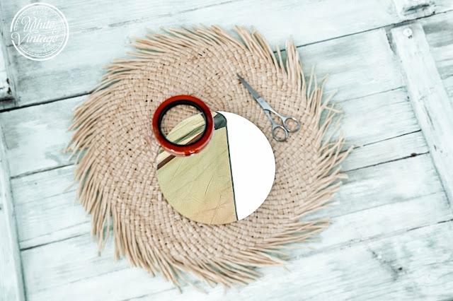 Material für Wandspiegel aus Tischsets.