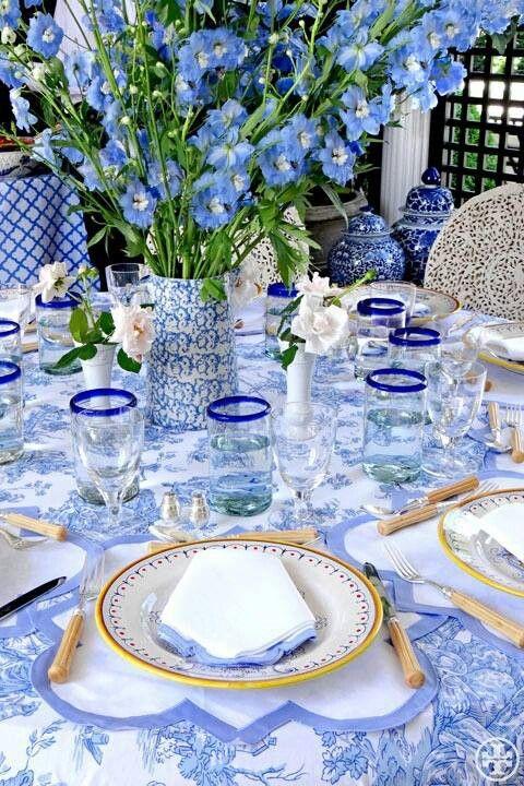 İç Açıcı Davet Tasarımları: Mavi Masalar