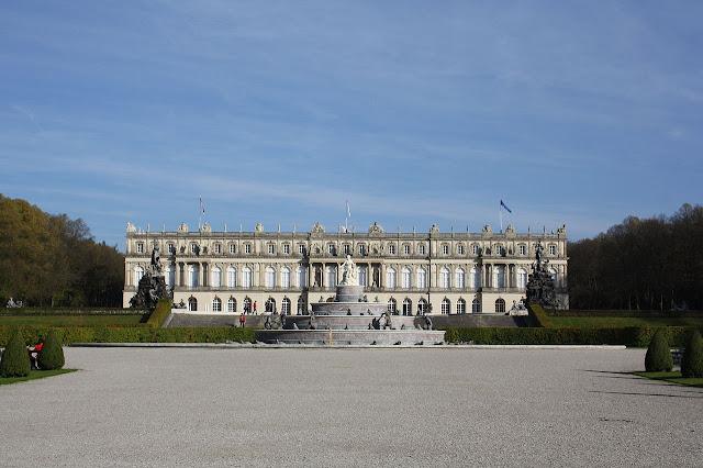 1280px-Schloss_Herrenchiemsee.jpg
