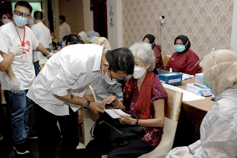 Wakil Walikota Batam Tinjau Vaksinasi Covid-19 Bagi Lansia di D'STEAM Kampung Seraya