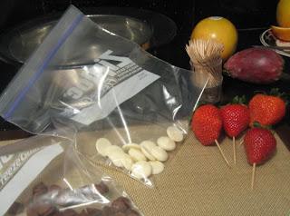 клубника, клубника рецепты, десерты из клубники, самые вкусные клубничные десерты, что можно сделать из клубники, ягодный десерт, клубника в глазури, десерт из свежих ягод, рецепты из клубники, клубника в шоколаде в домашних условиях, клубника в шоколаде на подарок, букет из клубники, букет из ягод, подарки на 5 марта, подарки на день влюбленных, ягоды в шоколаде, клубника в шоколаде мастер класс, как делать клубнику в шоколаде на продажу, клубника в шоколаде в домашних условиях, букет из клубники в шоколаде, торт клубника в шоколаде, клубника сладкоежка, фрукты в шоколаде, Варенье «Клубника в шоколаде», Как приготовить клубнику в шоколаде, Клубника в белом шоколаде и кокосовой стружке, Клубника в белом шоколаде и темных шоколадных чипсах, Клубника в глазури для романтического свидания, Клубника в розовом шоколаде на шпажках, Клубника в смокинге, Клубника в темном шоколаде, Клубника в шоколаде, Клубника в шоколаде «Божьи коровки» на День, Влюбленных, Клубника в шоколаде и хрустящем арахисе, Клубника в шоколаде на Хэллоуин,, Клубника в шоколаде с карамельными фигурками, Клубника в шоколаде Санта-Клаус, Клубника в шоколадном корсете, Клубника в шоколадных лодочках, Клубничные букеты — идеи, Клубничный шоколадный букет, Красивое оформление клубники в шоколаде, «Мраморная» клубника, «Услада для романтиков» — клубника в глазури, «Шляпа ведьмы» — клубника в шоколаде, Шоколадно-клубничные сердечки,Санта-Клаус, Дед Мороз, десерты новогодние, стол новогодний, рецепты новогодние, декор новогодний, декор новогодних блюд, клубника в смокинге, рецепты на День Влюбленных, клубника в глазури, белый шоколад